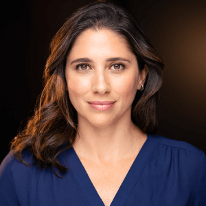 Diana Holguin True Bilingual Voiceovers Headshot 01