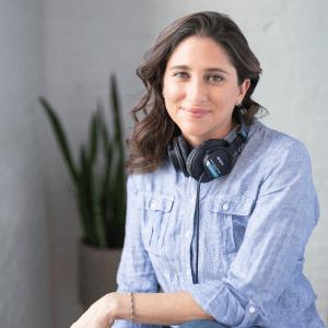 Diana Holguin True Bilingual Voiceovers Headshot 03